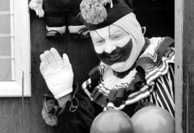 Entre 1972 y 1978, John Wayne Gacy asesinó a 33 jóvenes y niños. Fue sentenciado a la pena de muerte.