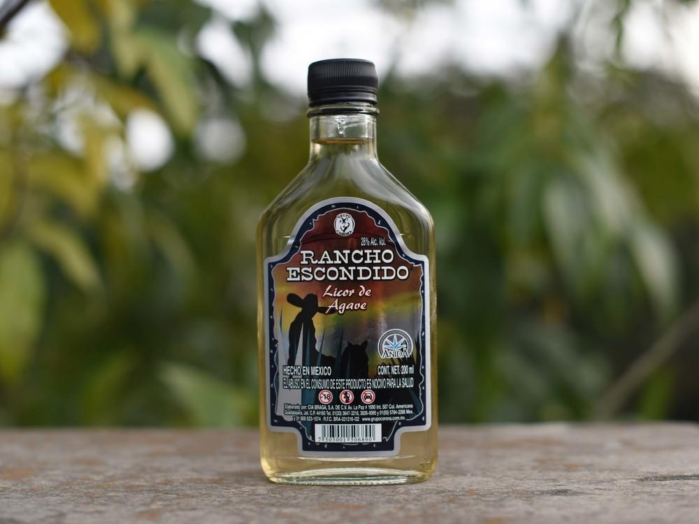 Está en el rango de marcas bastante conocidas en cuanto aroma, equilibrio, e incluso podría pasar sin pedos por cualquier tequila de marca conocida.