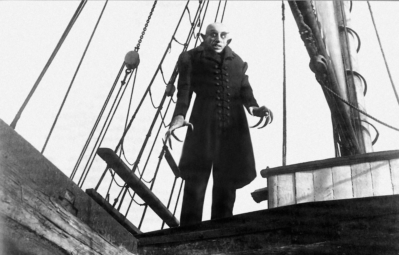 Una de las primeras películas que giran en torno al vampiro_ Nosferatu, es una película muda alemana que toma lugar en 1838, en Transilvania.