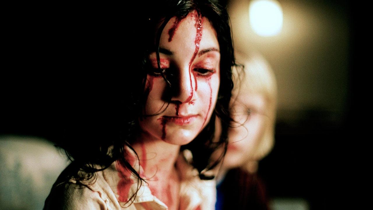 Cuenta con escenas más gráficas de terror gore que las películas anteriores y marca la amistad entre vampiro y humano.