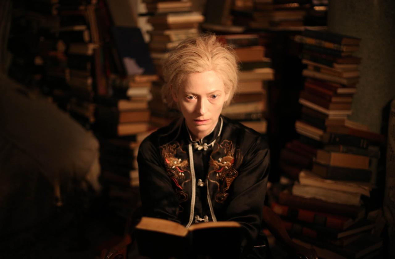 Esta película nos presenta a los vampiros como seres cultos, intelectuales, y hasta hípsters