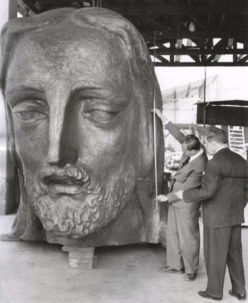 Valverde murió en 1948 cuando la construcción ya estaba muy avanzada.