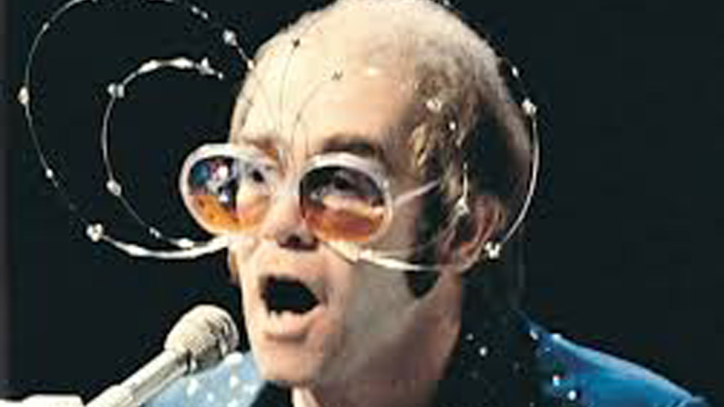 Elton John (después del dato de las gafas)