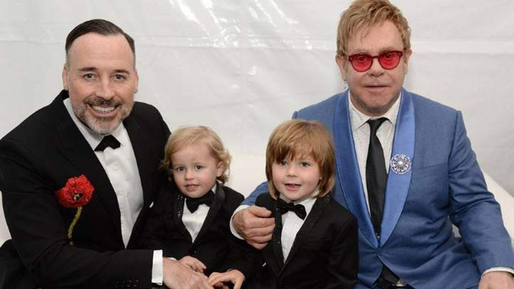 Elton John (después del dato sobre su hijo adoptivo)