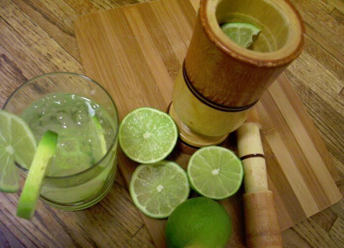 cachaza, agua luca, boca loca, lebron, licor de brasil, caña de azucar fermentada, cachaza brasileña
