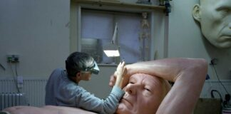 ron mueck, escultor hiperrealista, obras colosales de ron mueck, dead dad